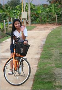ปั่นจักรยาน ชมสวนในรีสอร์ท ชมสวน ขี่จักรยาน จักรยาน กิจกรรม วิมานน้ำรีสอร์ท รีสอร์ท เพชรบุรี