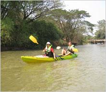 พายเรือคายัค เรือคายัค กิจกรรม ล่องแม่น้ำเพชร ล่องแม่น้ำ ล่องเรือ วิมานน้ำรีสอร์ท รีสอร์ท เพชรบุรี